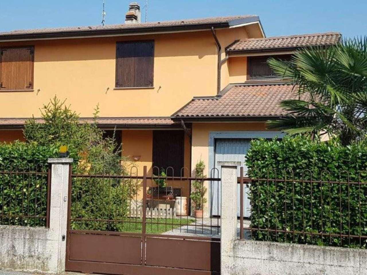 Villa Bifamiliare in vendita a Crema, 4 locali, prezzo € 180.000 | Cambio Casa.it