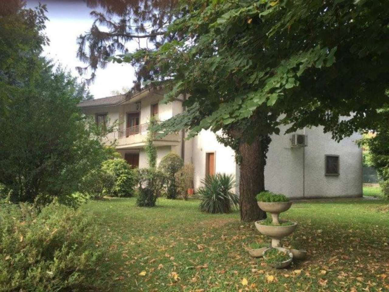 Villa in vendita a Pandino, 8 locali, prezzo € 350.000 | Cambio Casa.it