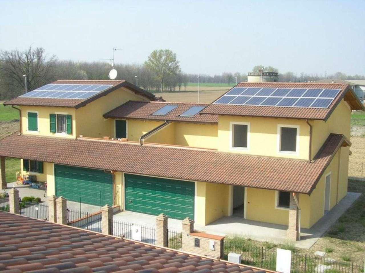Villa Bifamiliare in vendita a Pandino, 5 locali, prezzo € 265.000 | Cambio Casa.it