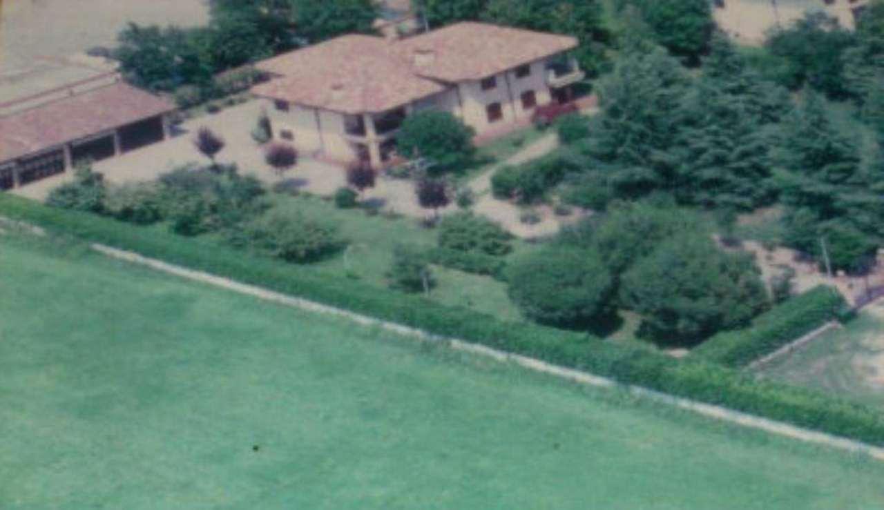Villa in vendita a Pandino, 8 locali, Trattative riservate | Cambio Casa.it