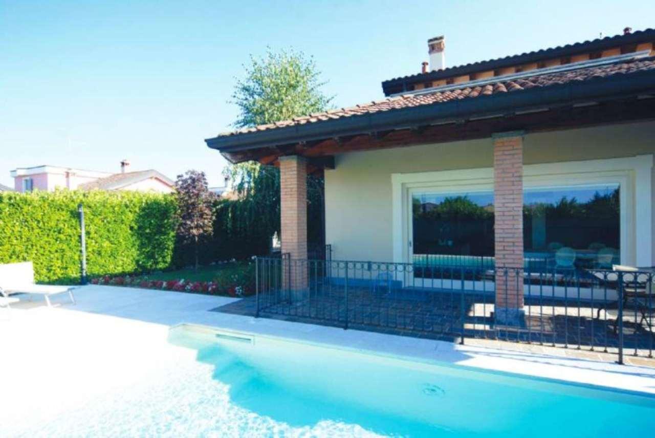 Villa in vendita a Treviglio, 5 locali, prezzo € 330.000 | Cambio Casa.it