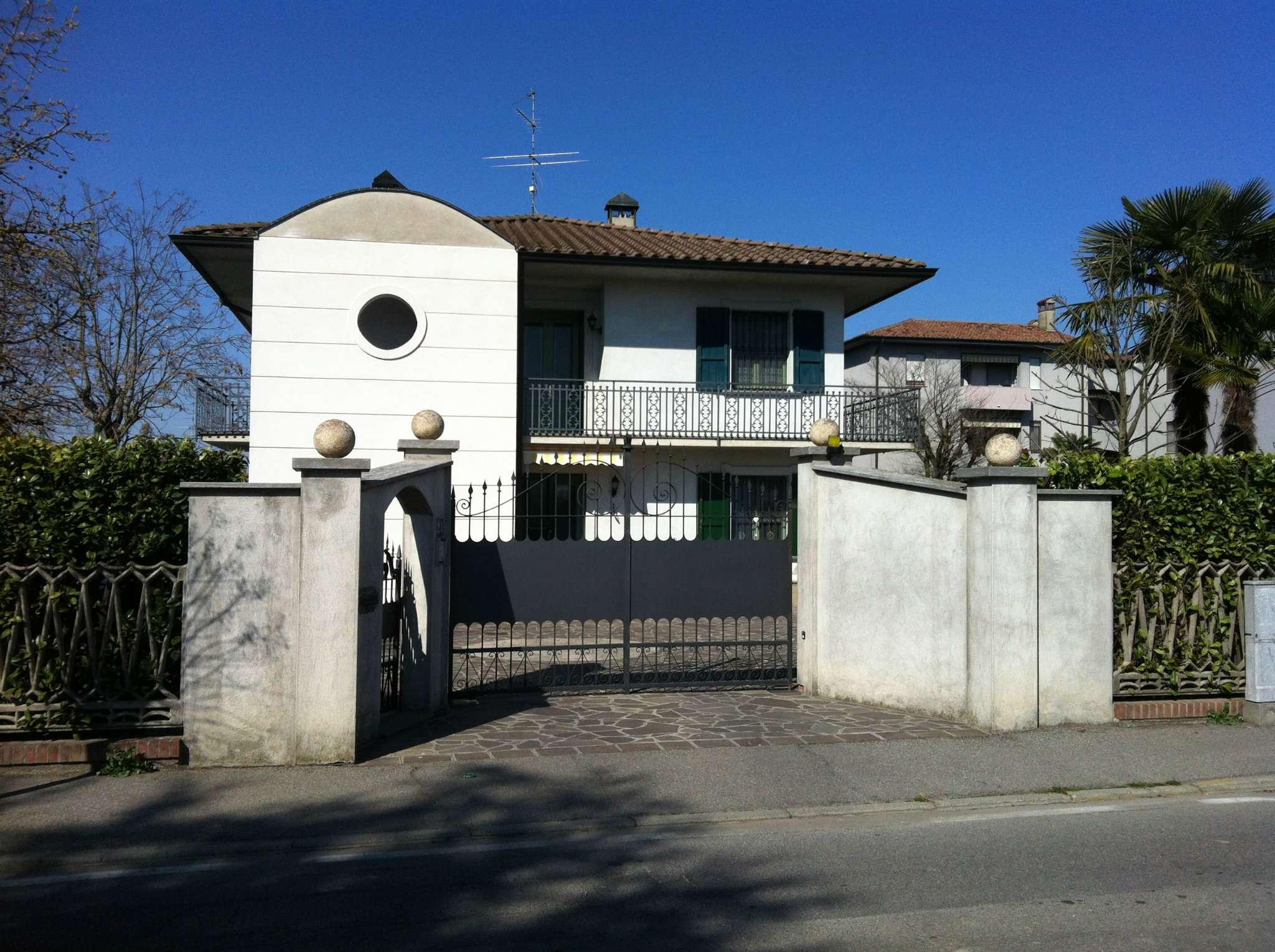 Villa Bifamiliare in vendita a Crema, 5 locali, prezzo € 165.000 | Cambio Casa.it