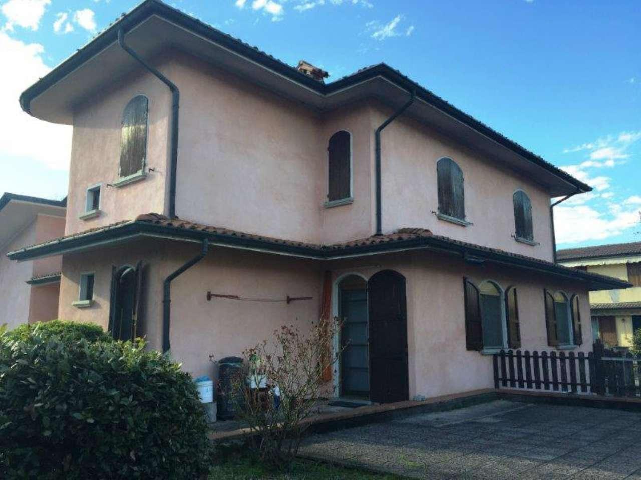 Villa Bifamiliare in vendita a Monte Cremasco, 4 locali, prezzo € 210.000 | Cambio Casa.it