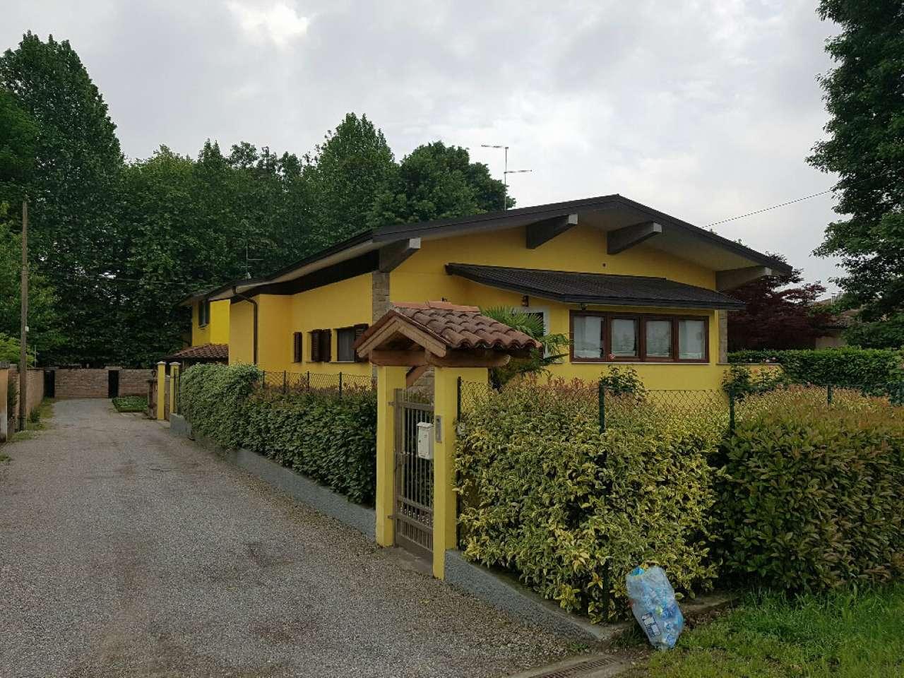 Villa in vendita a Crema, 7 locali, prezzo € 330.000 | CambioCasa.it