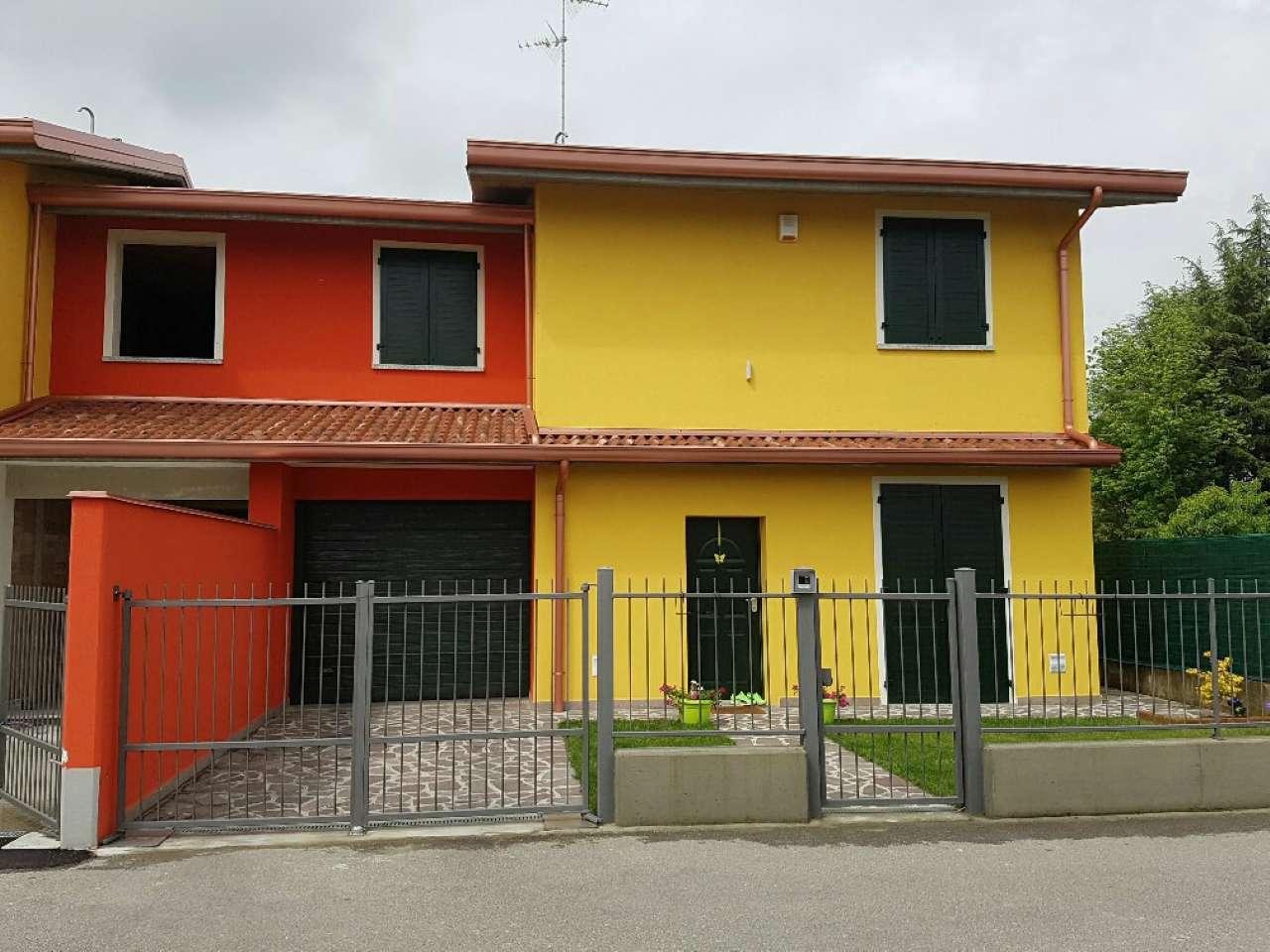 Villa in vendita a Vailate, 4 locali, prezzo € 185.000 | CambioCasa.it