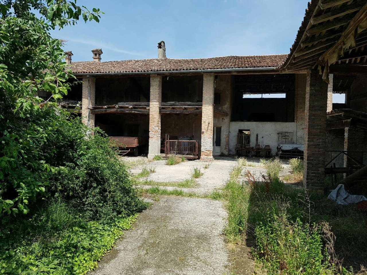 Rustico / Casale in vendita a Cremosano, 8 locali, prezzo € 100.000 | CambioCasa.it