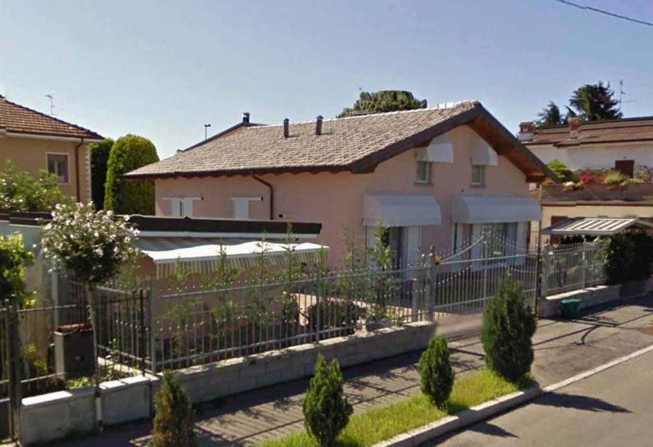 Villa in vendita a Pandino, 4 locali, prezzo € 310.000 | CambioCasa.it