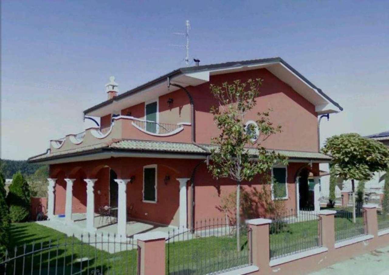 Villa in vendita a Lodi, 8 locali, Trattative riservate | Cambio Casa.it