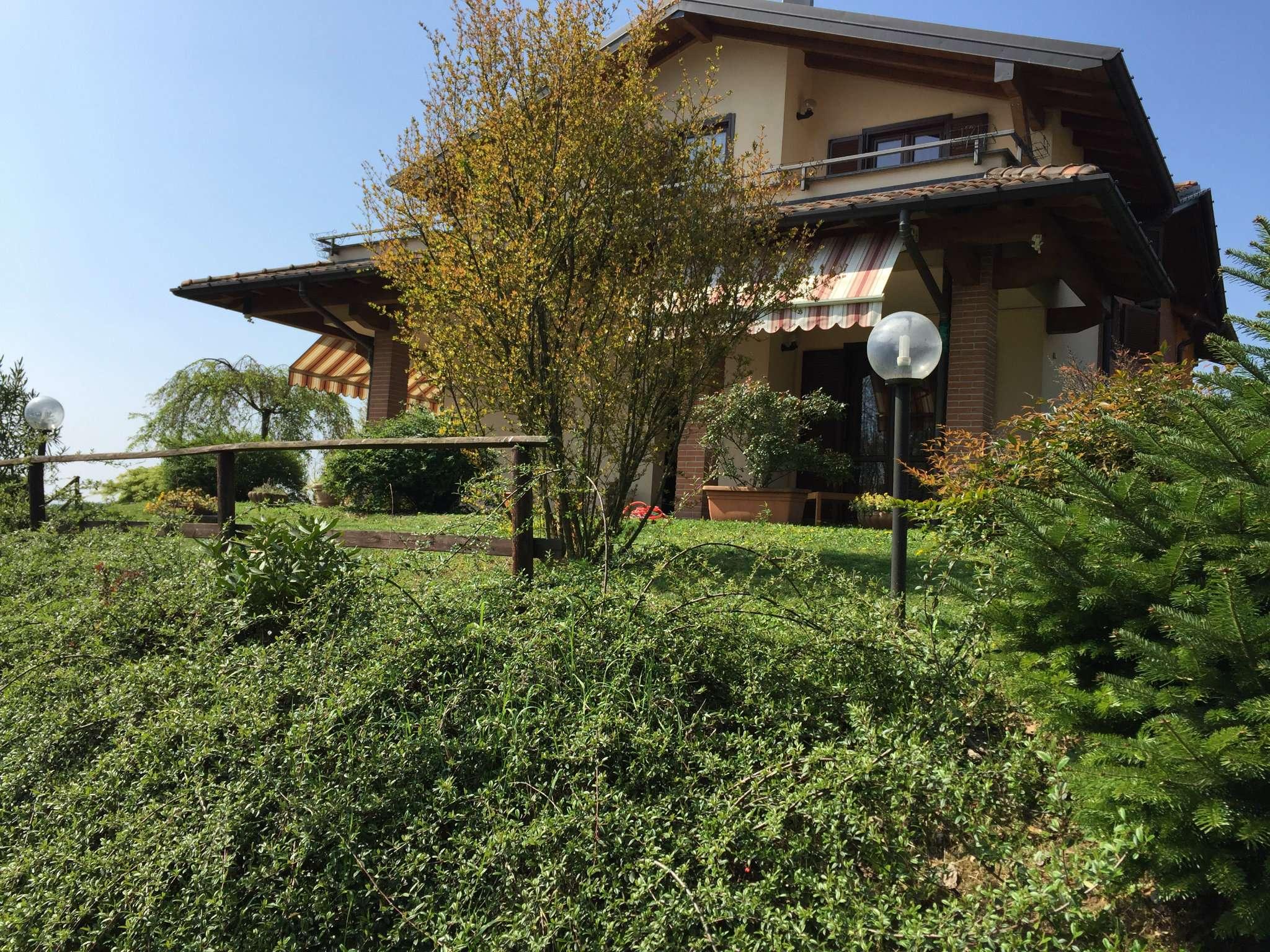 Villa in vendita a Besozzo, 5 locali, prezzo € 370.000 | Cambio Casa.it