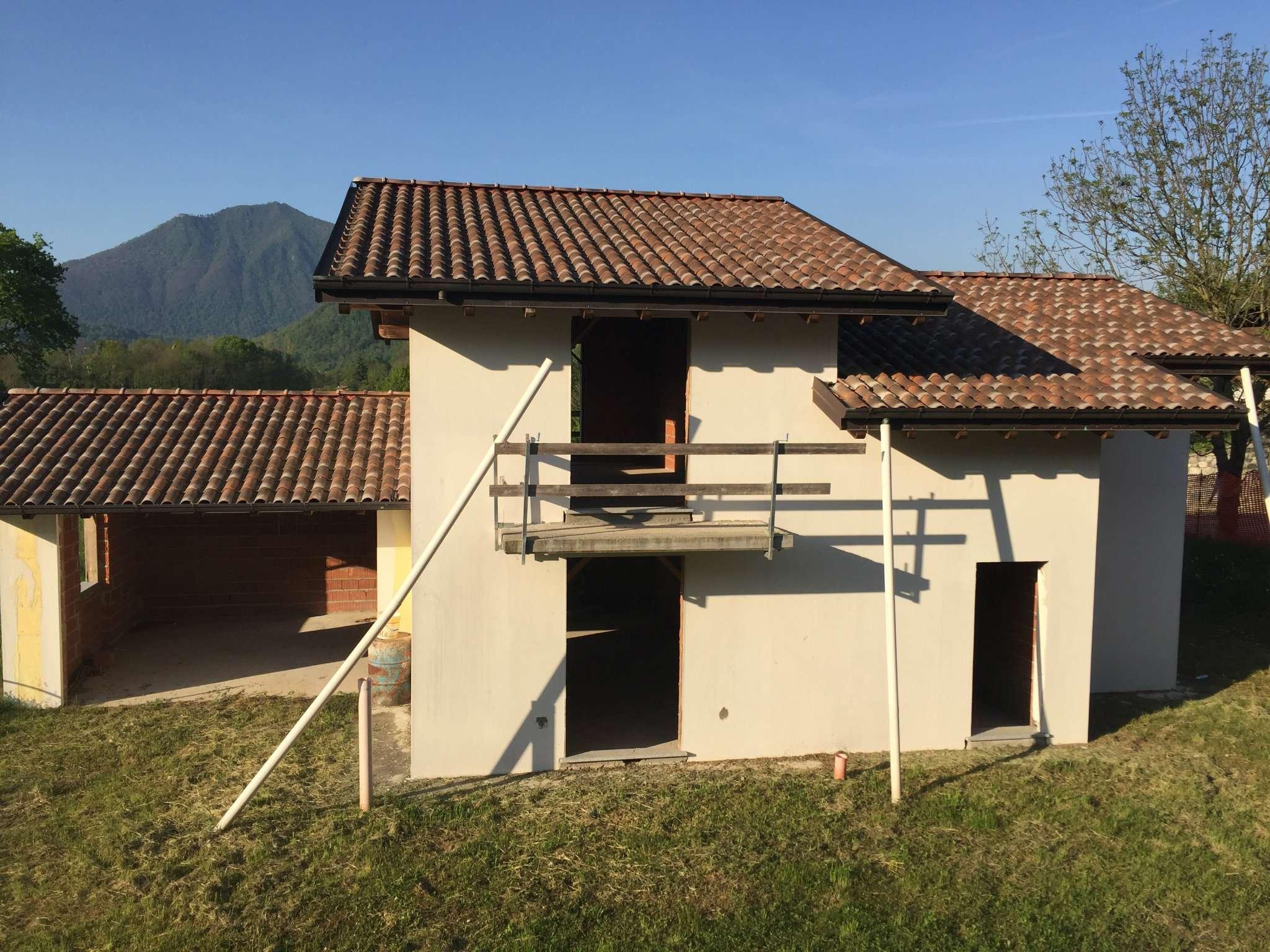 Villa in Vendita a Leggiuno