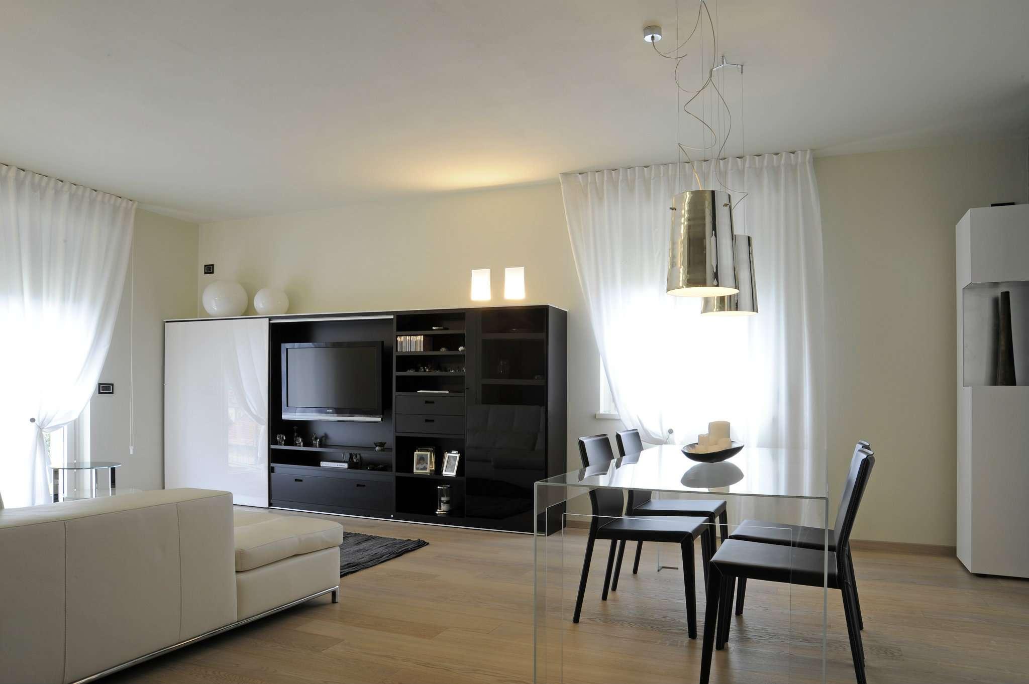 Foto 1 di Villa via Verdi,  Laveno-Mombello