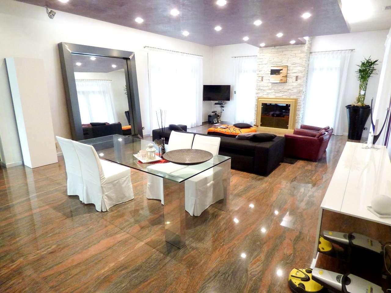 Villa in vendita a Pianiga, 6 locali, Trattative riservate | CambioCasa.it