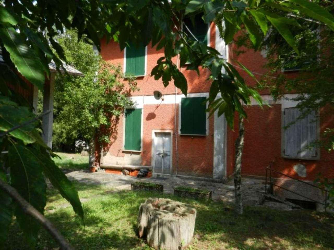 Villa in vendita a Rezzoaglio, 15 locali, Trattative riservate | CambioCasa.it