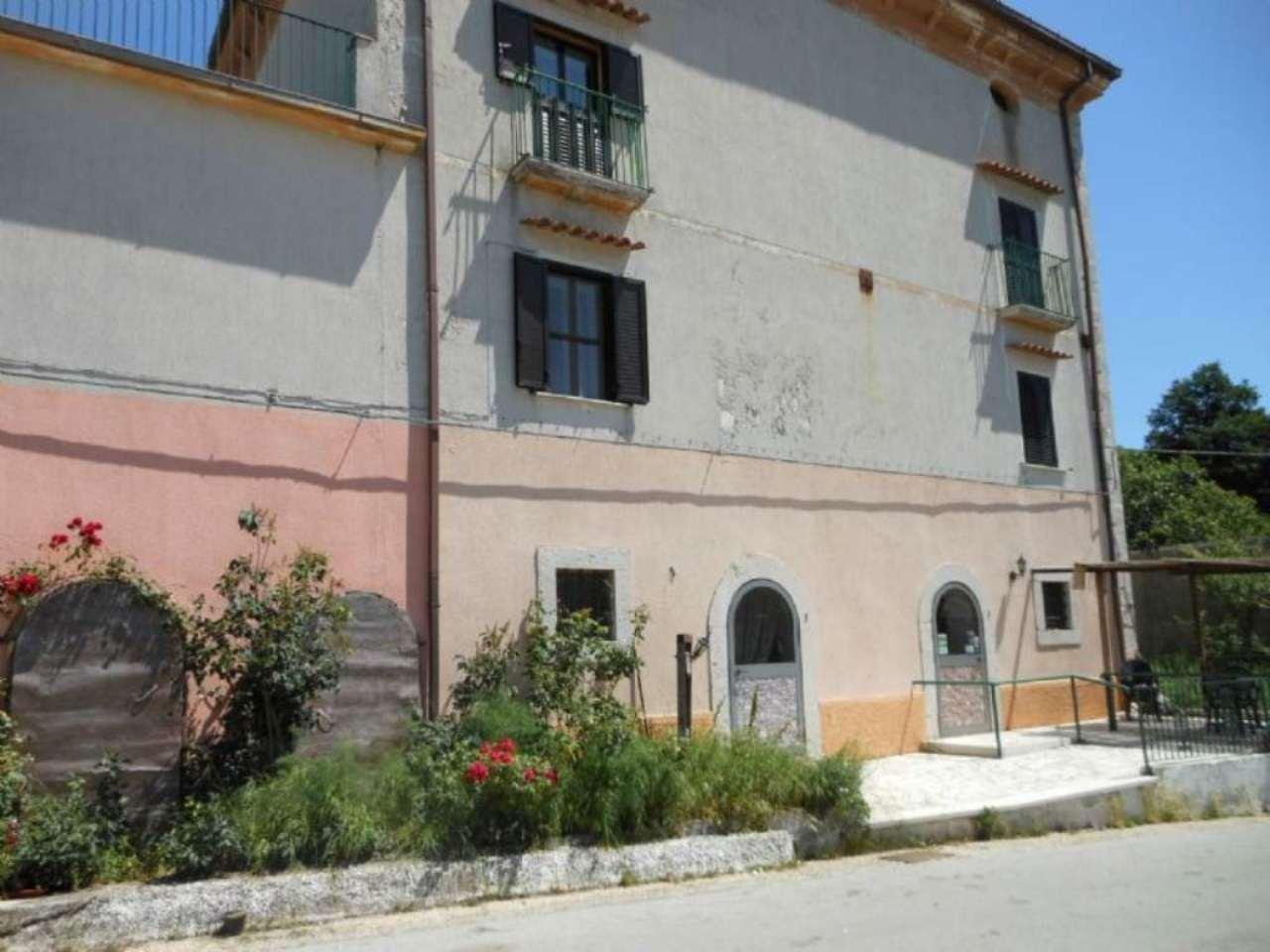 Rustico / Casale in vendita a Isernia, 21 locali, prezzo € 900.000 | Cambio Casa.it