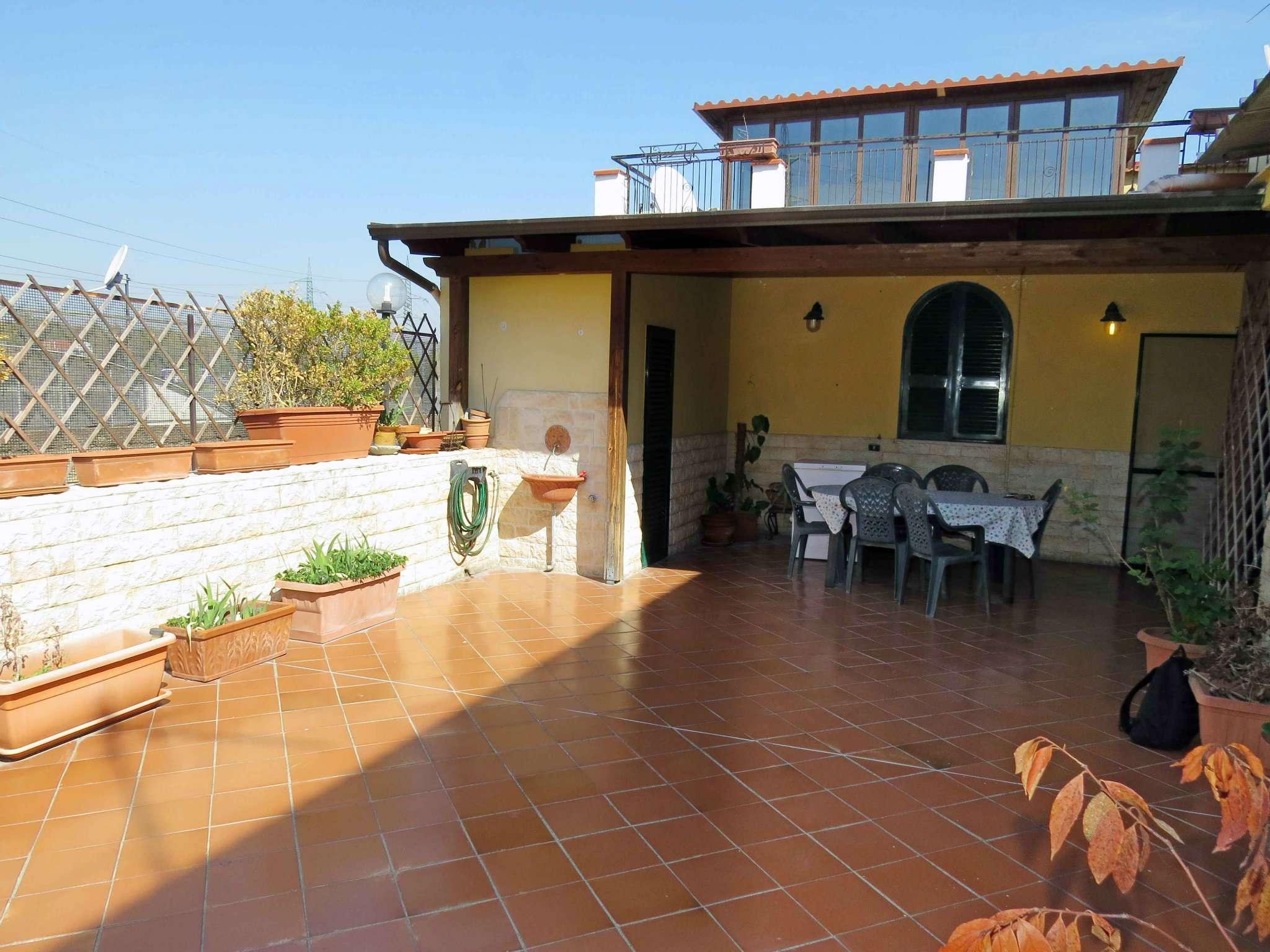 Appartamento in vendita 6 vani 180 mq.  via Luigi Volpicella Napoli