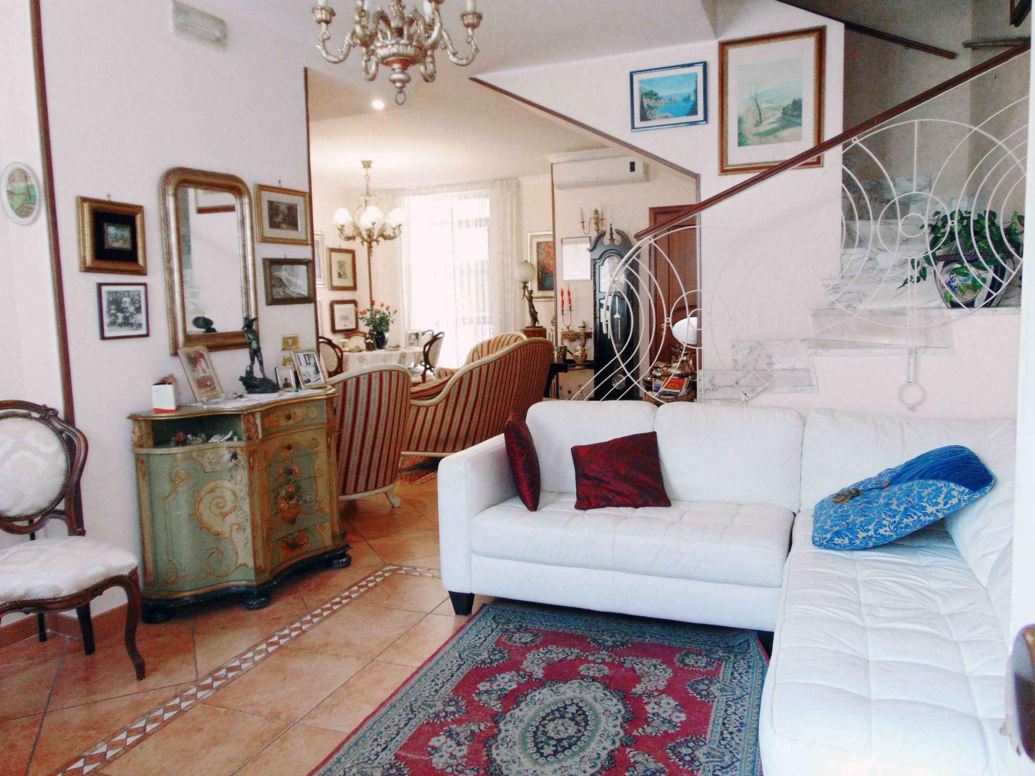 Appartamento in vendita 4 vani 140 mq.  via N.Nicolini Napoli