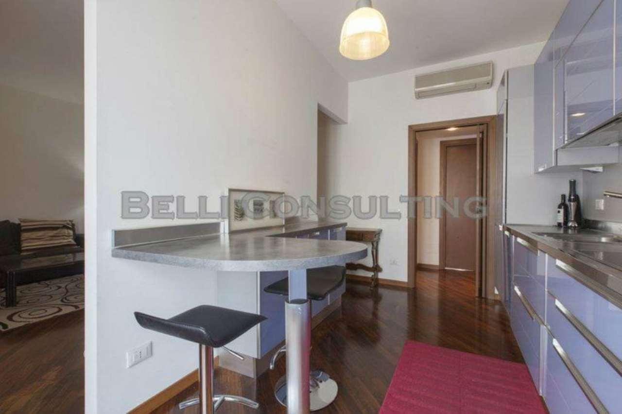 Bilocale Milano Via Volterra 6