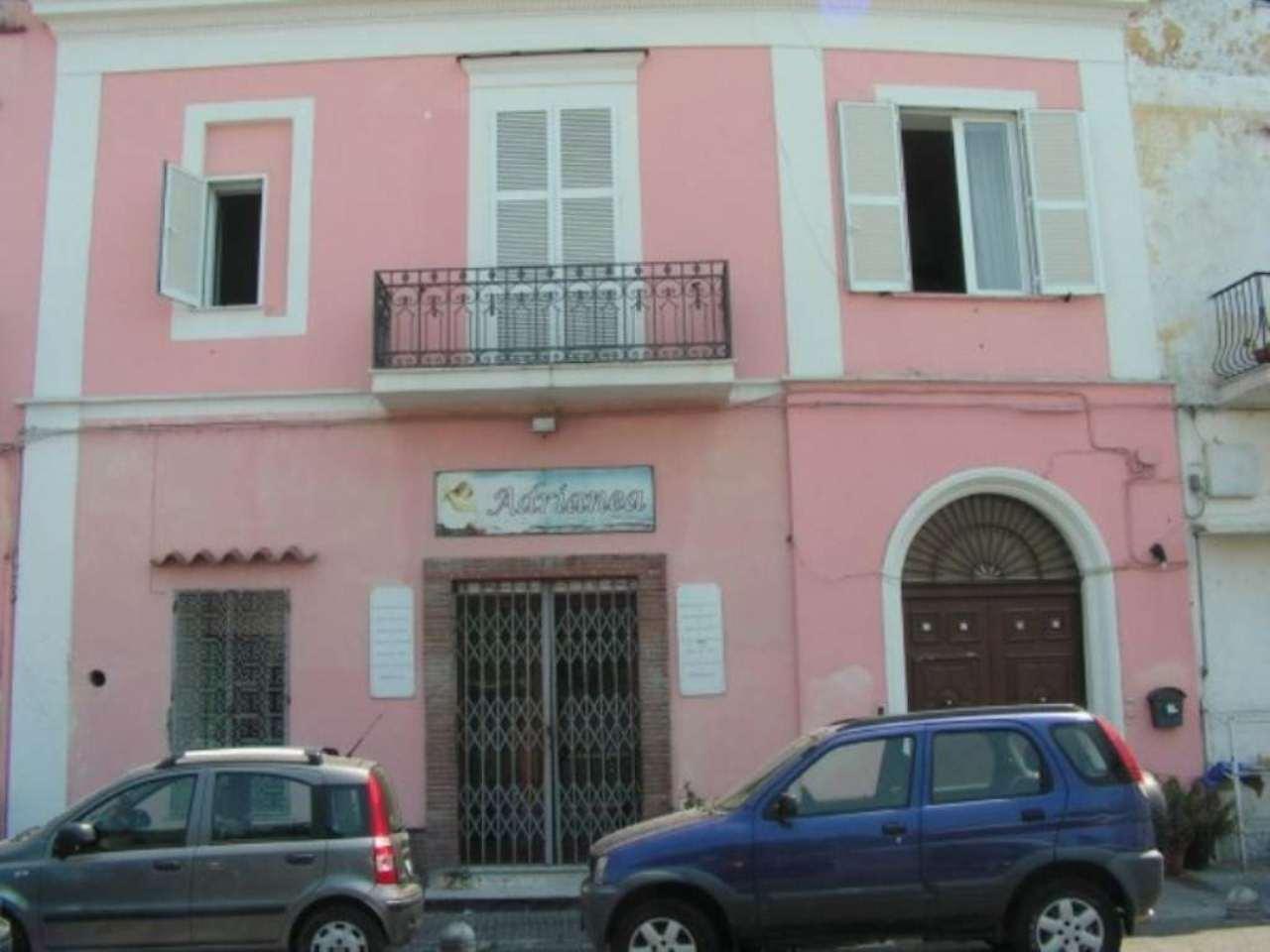 Palazzo / Stabile in Vendita a Casamicciola Terme