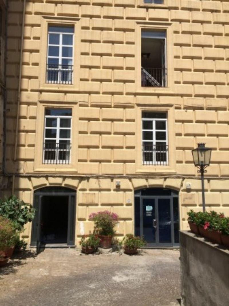 Ufficio / Studio in affitto a Napoli, 6 locali, zona Zona: 1 . Chiaia, Posillipo, San Ferdinando, prezzo € 16.000 | Cambio Casa.it