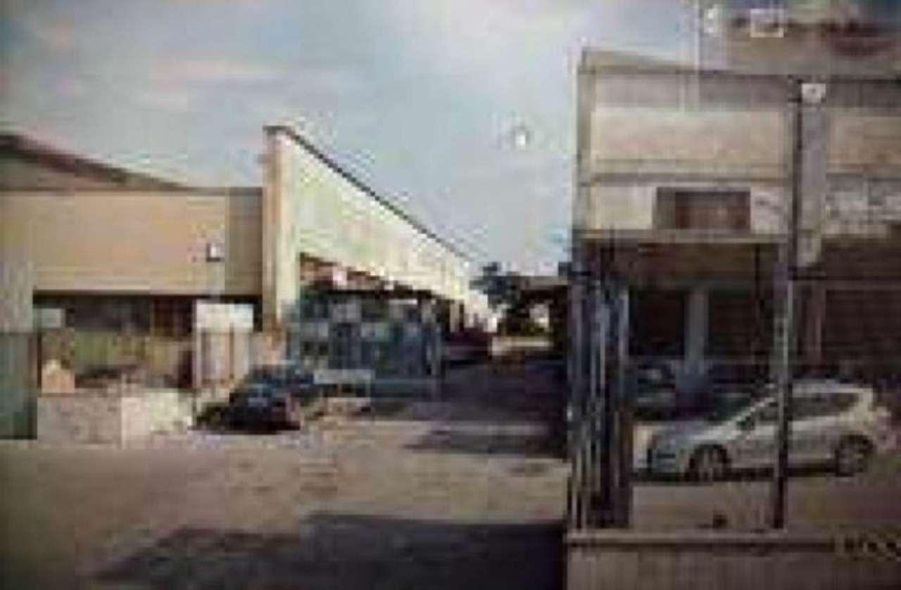 Magazzino in affitto a Casoria, 9999 locali, prezzo € 2.000 | Cambio Casa.it