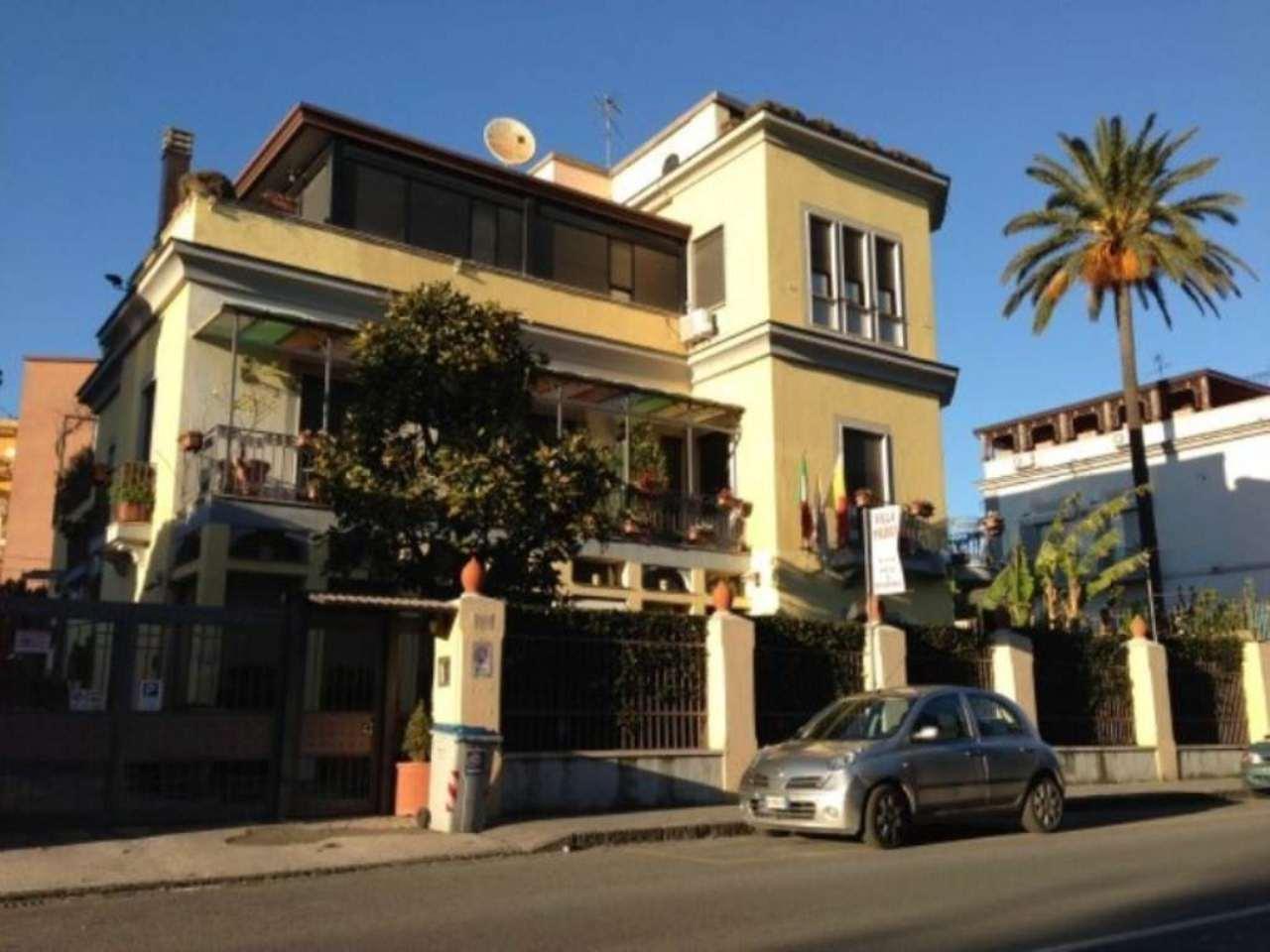 Palazzo / Stabile in vendita a Napoli, 9999 locali, zona Zona: 10 . Bagnoli, Fuorigrotta, Agnano, Trattative riservate | CambioCasa.it
