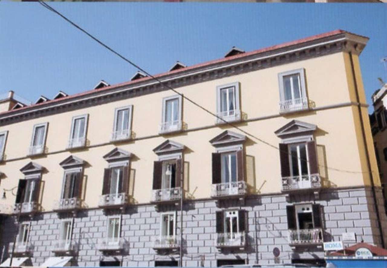 Ufficio / Studio in affitto a Napoli, 15 locali, zona Zona: 1 . Chiaia, Posillipo, San Ferdinando, Trattative riservate | CambioCasa.it