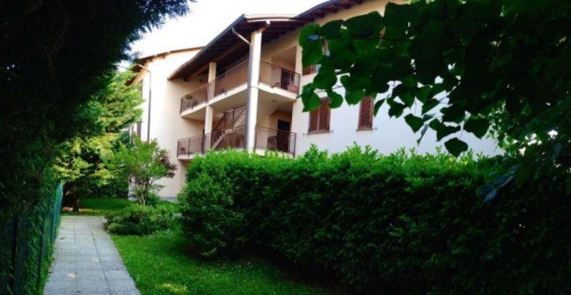 Appartamento in vendita a Buguggiate, 6 locali, prezzo € 275.000 | Cambio Casa.it