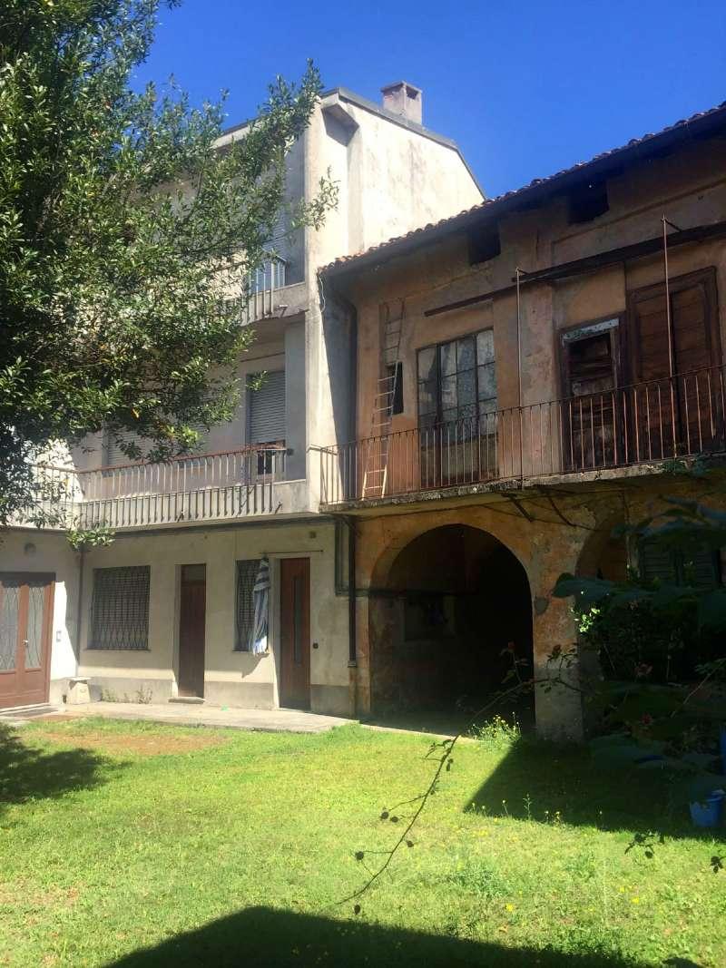 Rustico / Casale in vendita a Gavirate, 20 locali, prezzo € 275.000 | CambioCasa.it