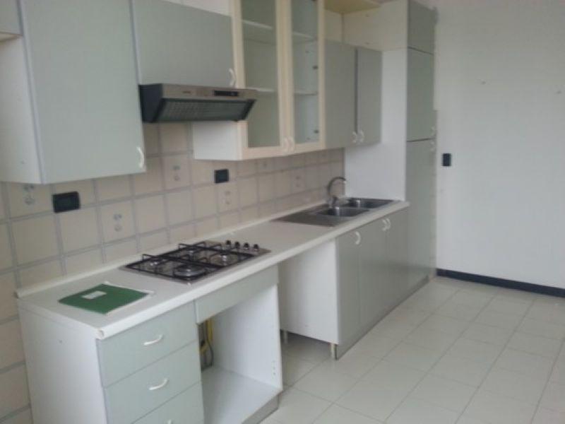 Appartamento in affitto a Genova, 4 locali, prezzo € 550   Cambio Casa.it
