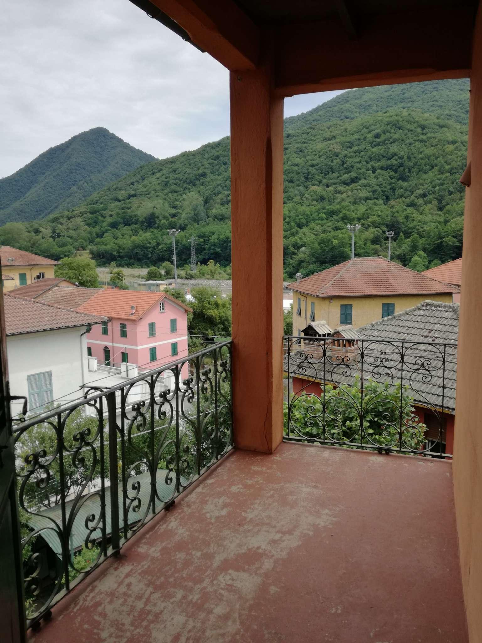 Appartamento in vendita a Montoggio, 8 locali, prezzo € 58.000 | CambioCasa.it