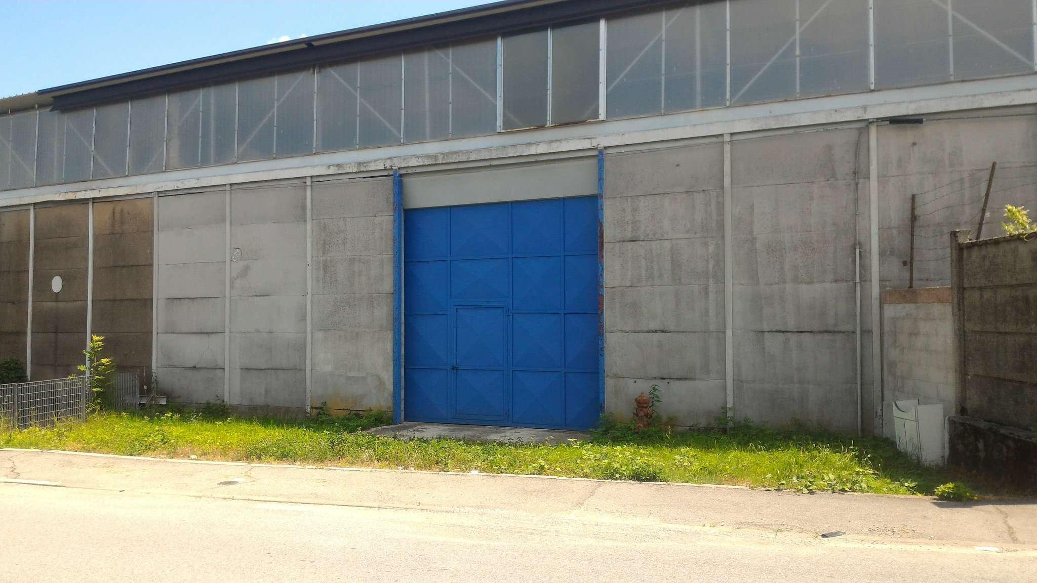 Immagine immobiliare CAPANNONE 500 MQ VENARIA Disponiamo in Venaria comodo alla tangenziale capannone industriale 500 mq con area produttiva di 450 mq , altezza sottotrave 6 mt, ingresso carraio frontale di altezza 4 mt; uffici e bagni da completare in base...