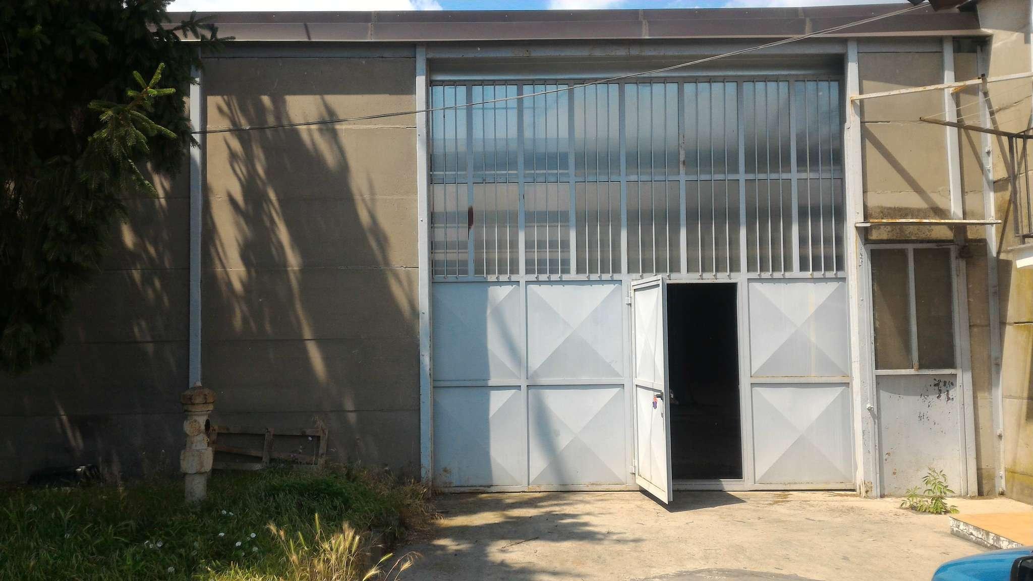 Immagine immobiliare CAPANNONE 1000 MQ VENARIA Disponiamo in Venaria comoda alla tangenziale capannone industriale 1000 mq con area produttiva di 1000 mq con altezza sotto trave 6.m ingresso carraio con altezza 4.m, predisposizione per impianto elettrico e...