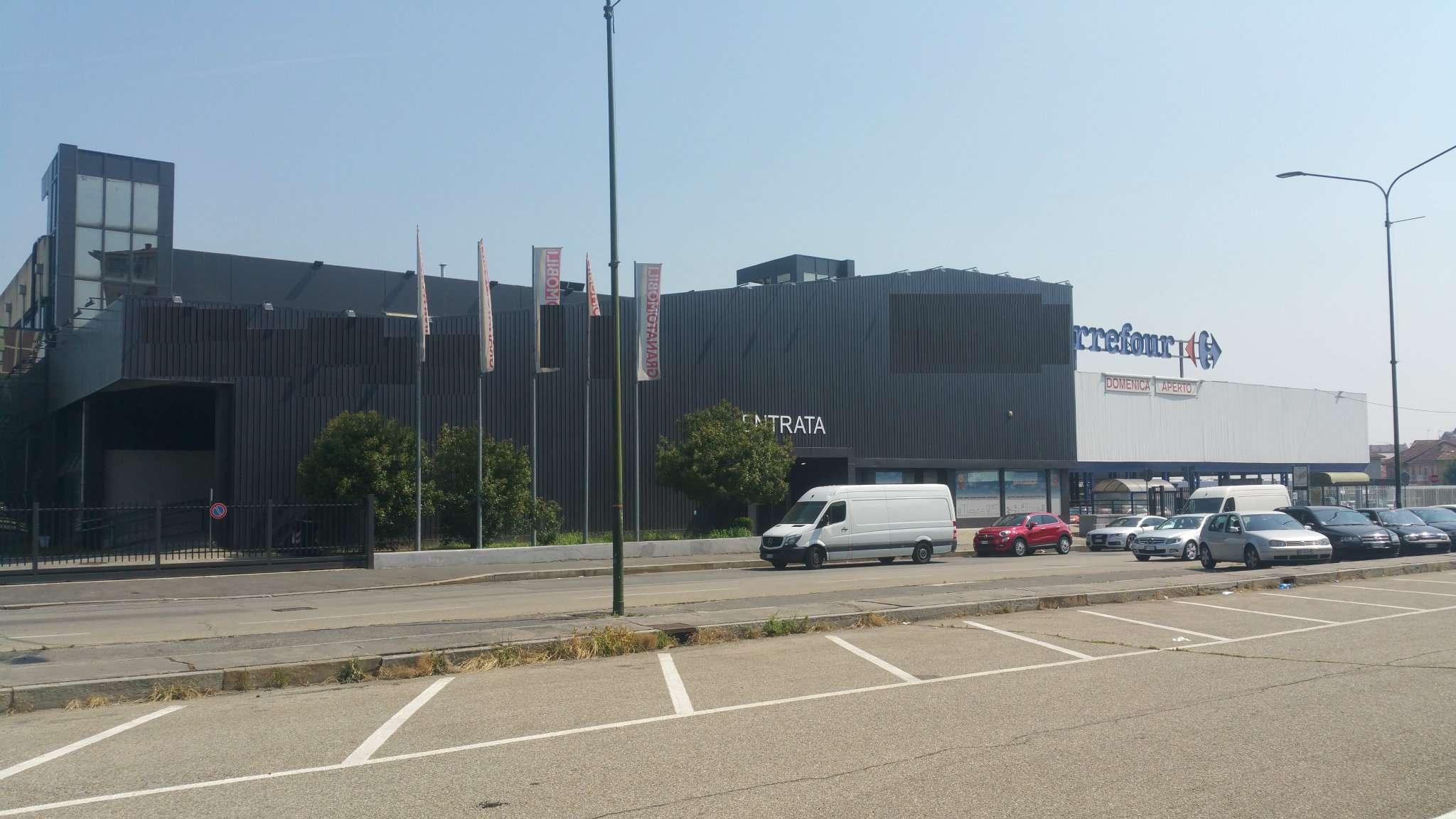 Immagine immobiliare LOCALE COMMERCIALE DI 310MQ VICINO JUVENTUS STADIUM Disponiamo in zona Juventus Stadium, confinante con il centro commerciale Carrefour, di fortissimo passaggio veicolare e pedonale, locale commerciale/magazzino di 800mq su due livelli...