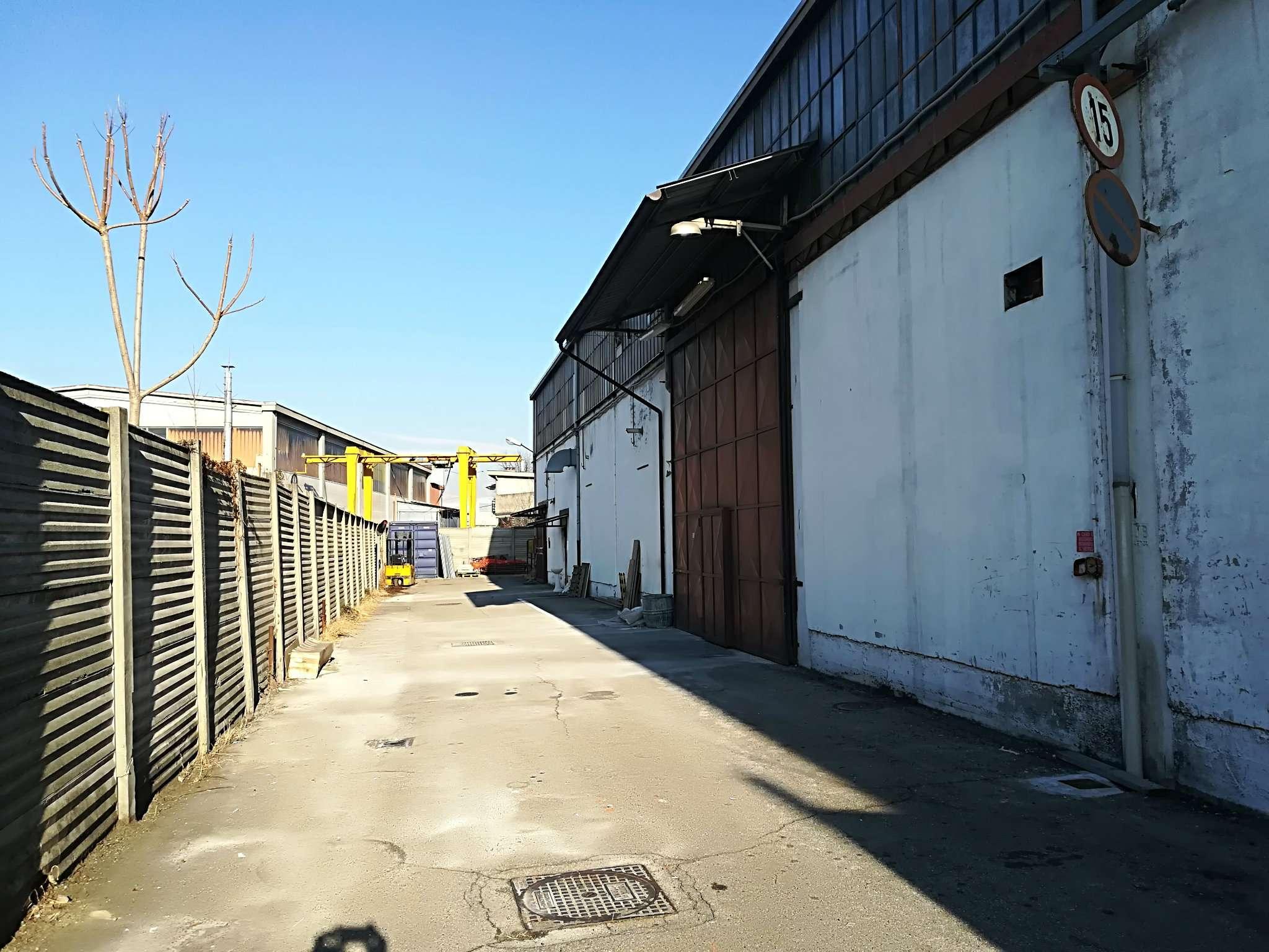 Immagine immobiliare VENARIA REALE CAPANNONE 1100 MQ Disponiamo in Venaria Reale, comodo alla tangenziale, capannone industriale di 1100 mq circa completamente ristrutturato aperto su due aree, con area produttiva di 1000 mq circa con altezza sottotrave di...