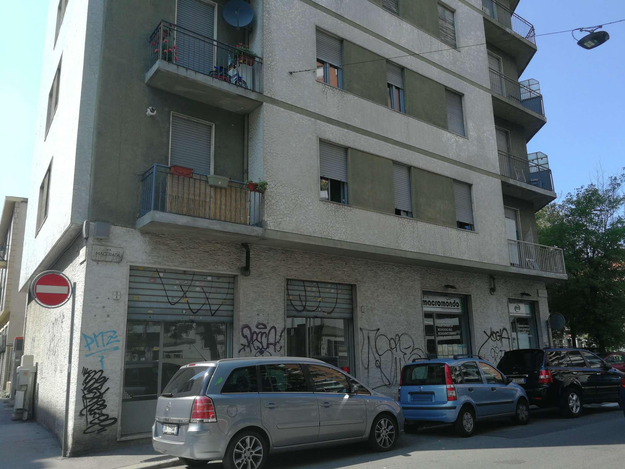 Negozio in affitto Zona Madonna di Campagna, Borgo Vittoria... - corso Umbria Torino