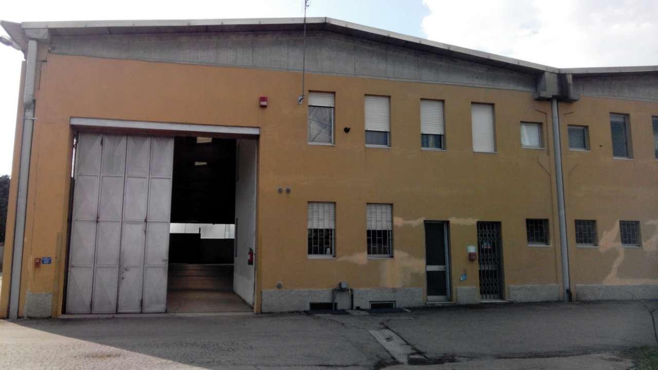 Immagine immobiliare MONCALIERI CAPANNONE 2500 MQ Disponiamo di capannone in zona Moncalieri di 2500 mq circa composto da: 1900 mq di area produttiva (altezza carraio di 4.80 m, altezza sotto trave di 6.50 m, predisposizione di impianto di riscaldamento,...