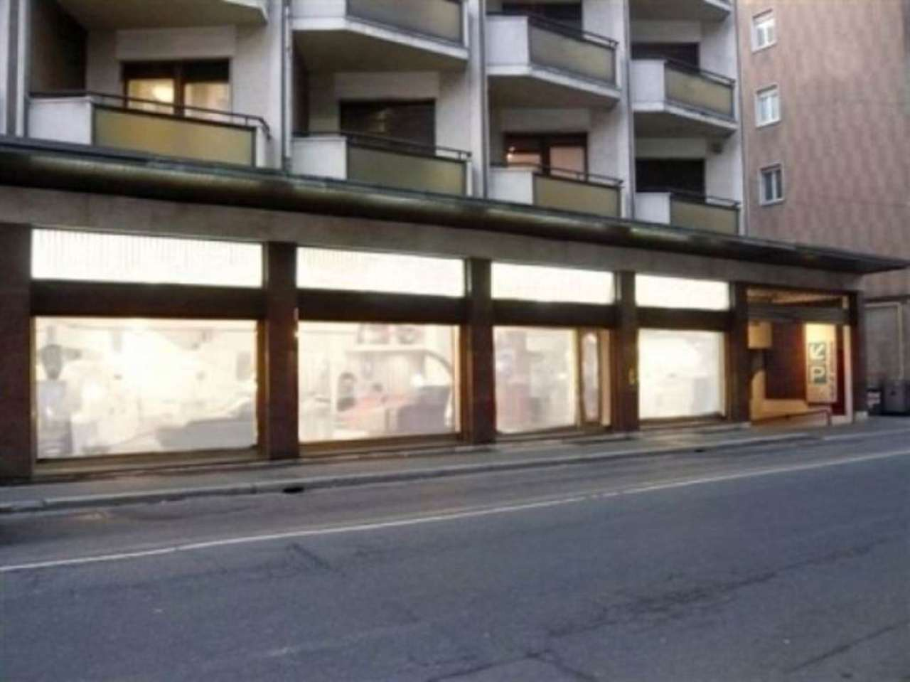 Negozio / Locale in vendita a Varese, 9999 locali, prezzo € 500.000 | CambioCasa.it