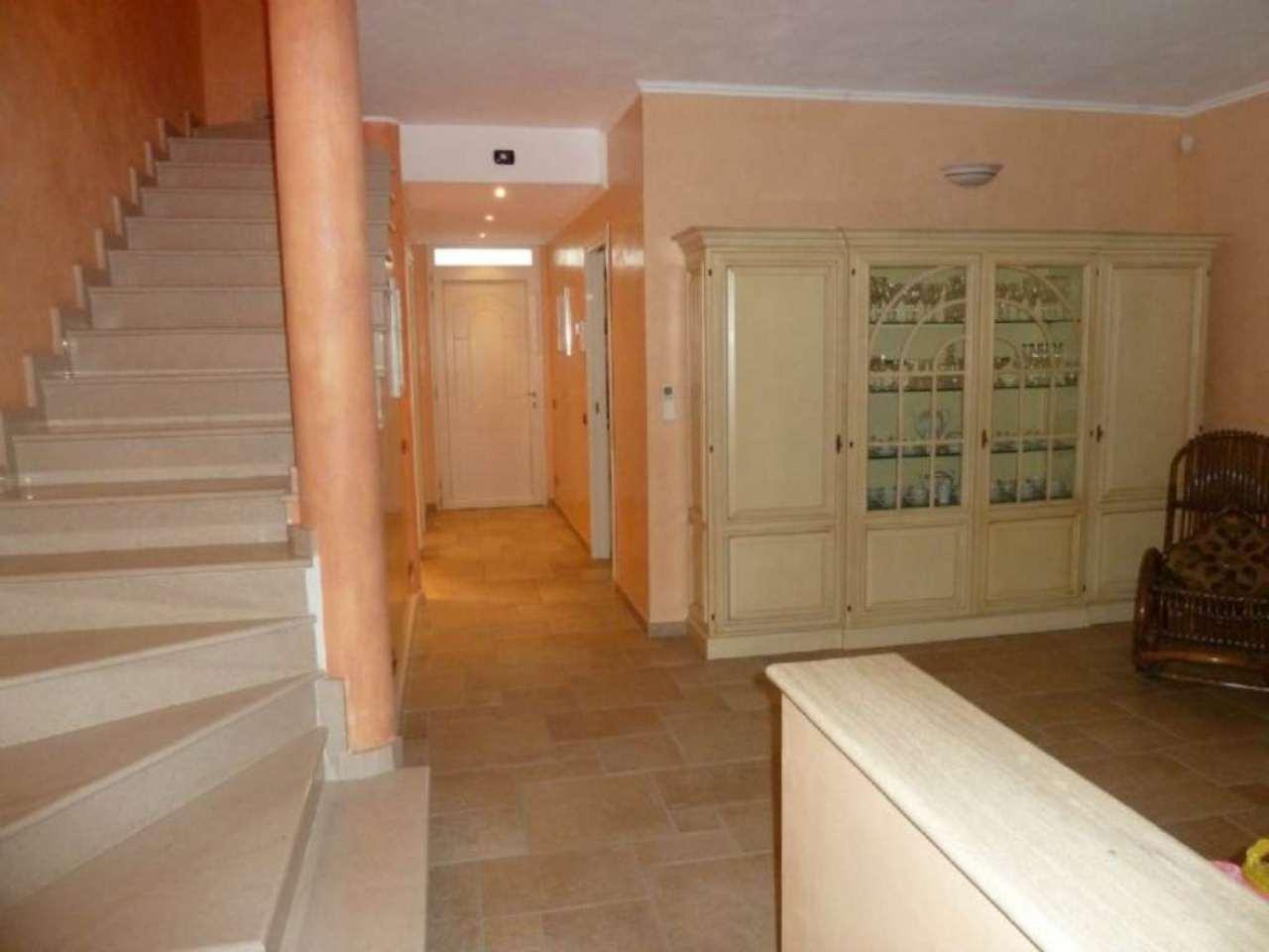 Villa Bifamiliare in affitto a Biandronno, 6 locali, prezzo € 1.100 | Cambio Casa.it