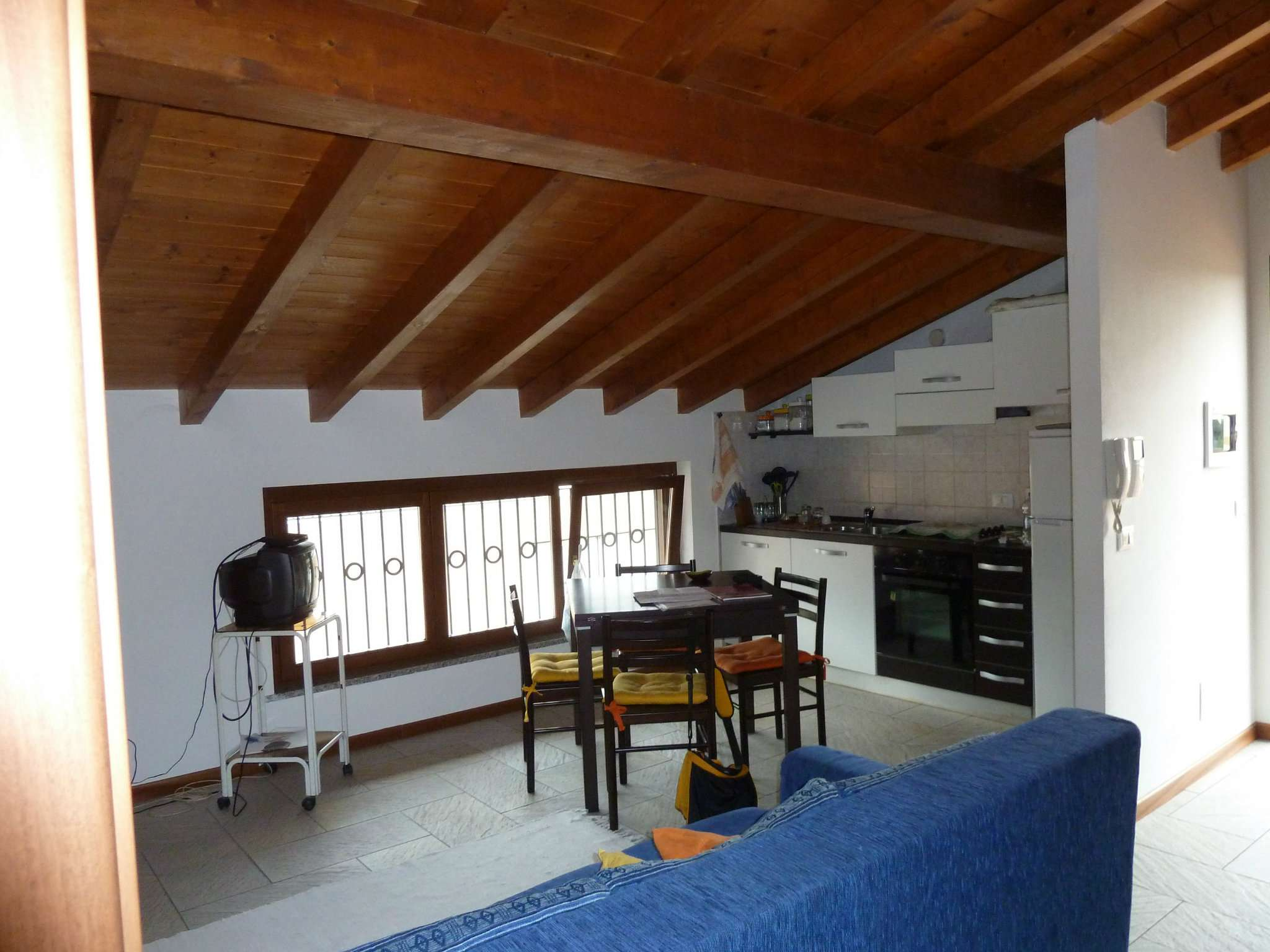 Attico / Mansarda in affitto a Malnate, 2 locali, prezzo € 600 | Cambio Casa.it