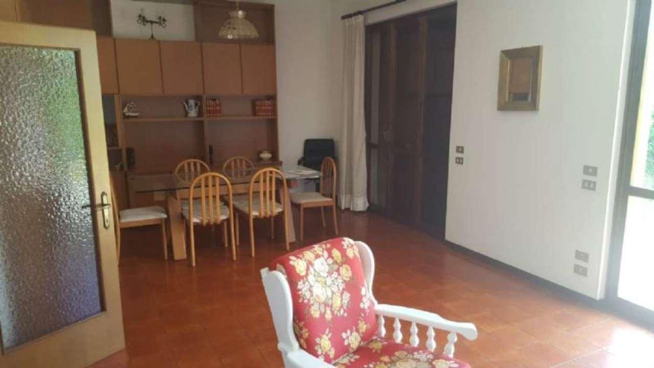 Soluzione Indipendente in vendita a Forte dei Marmi, 9 locali, prezzo € 590.000 | Cambio Casa.it