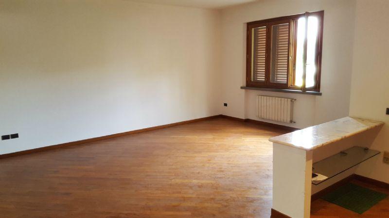Villa in vendita a Prato, 7 locali, prezzo € 440.000 | Cambio Casa.it