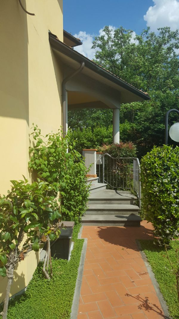Villa in vendita a Prato, 6 locali, prezzo € 350.000 | Cambio Casa.it