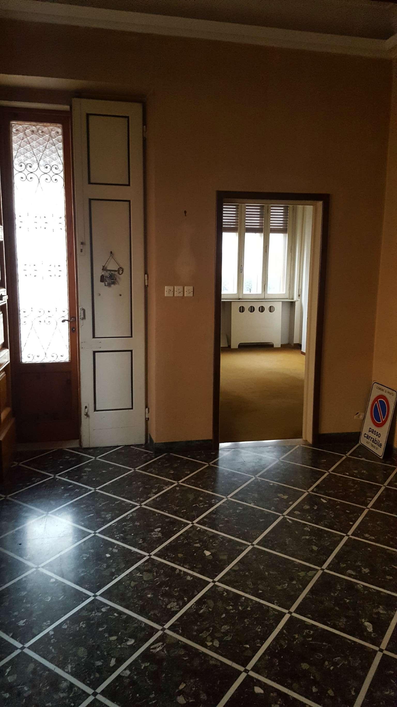 Villa in vendita a Prato, 8 locali, prezzo € 320.000 | CambioCasa.it