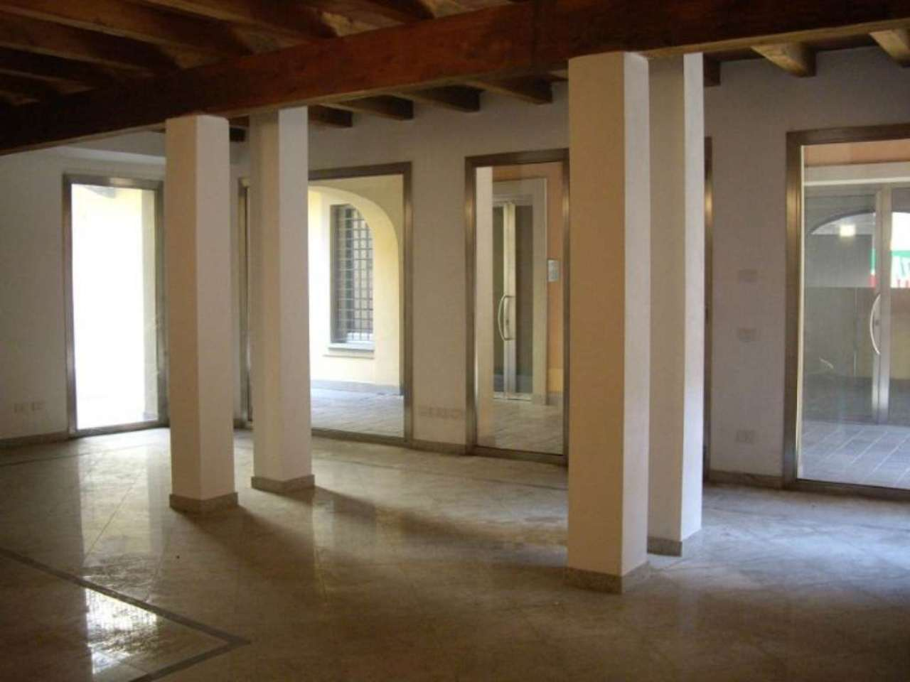 Negozio / Locale in affitto a Treviglio, 1 locali, prezzo € 834 | CambioCasa.it