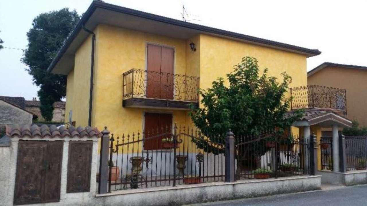 Villa in vendita a Cremona, 5 locali, prezzo € 420.000 | Cambio Casa.it