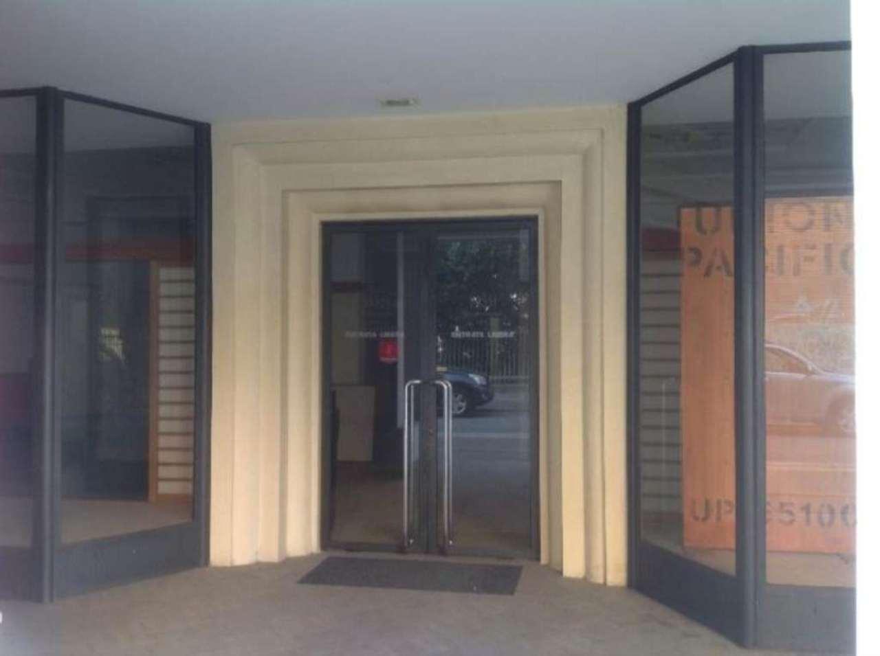 Negozio / Locale in affitto a Cremona, 5 locali, prezzo € 1.700 | Cambio Casa.it