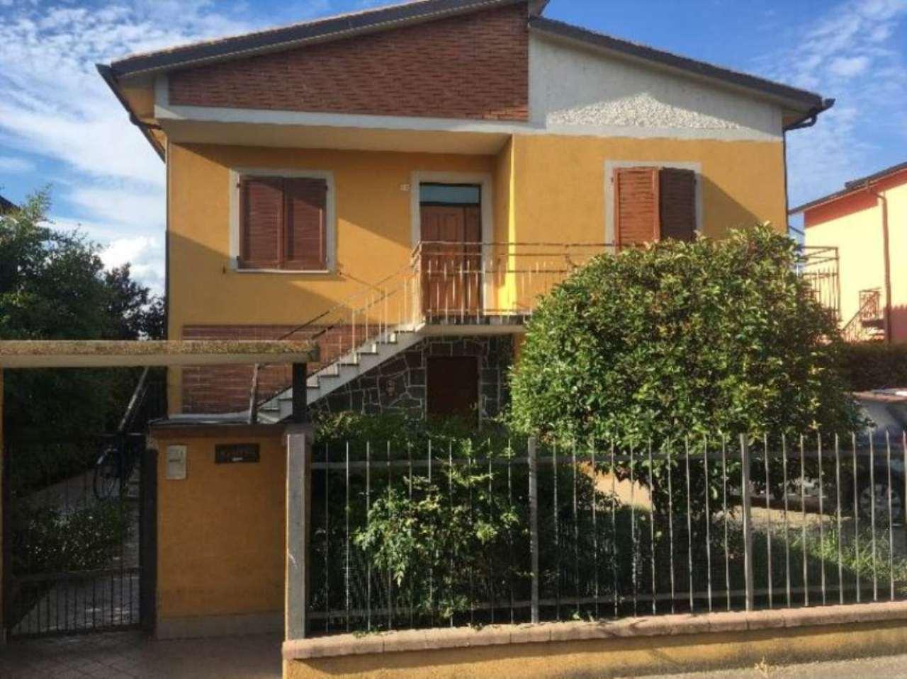 Villa in vendita a Gadesco-Pieve Delmona, 5 locali, prezzo € 315.000 | Cambio Casa.it
