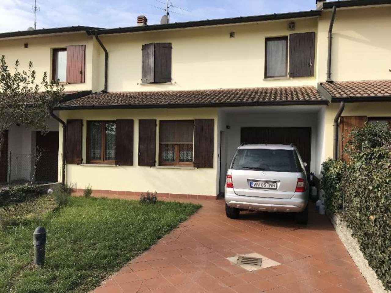 Villa a Schiera in vendita a Gadesco-Pieve Delmona, 4 locali, prezzo € 175.000 | Cambio Casa.it