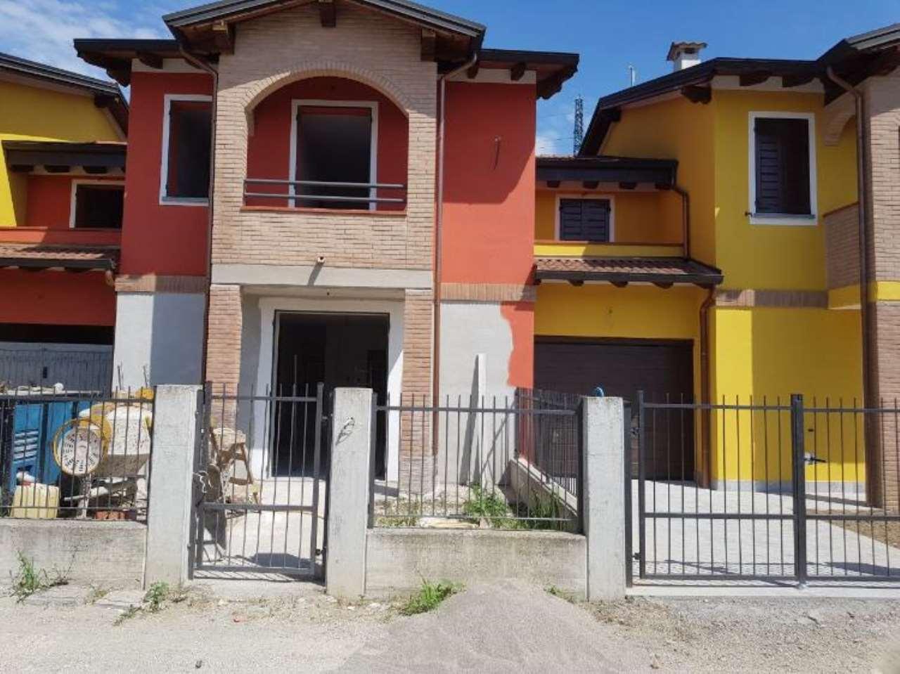 Villa a Schiera in vendita a Pozzaglio ed Uniti, 4 locali, prezzo € 190.000 | Cambio Casa.it