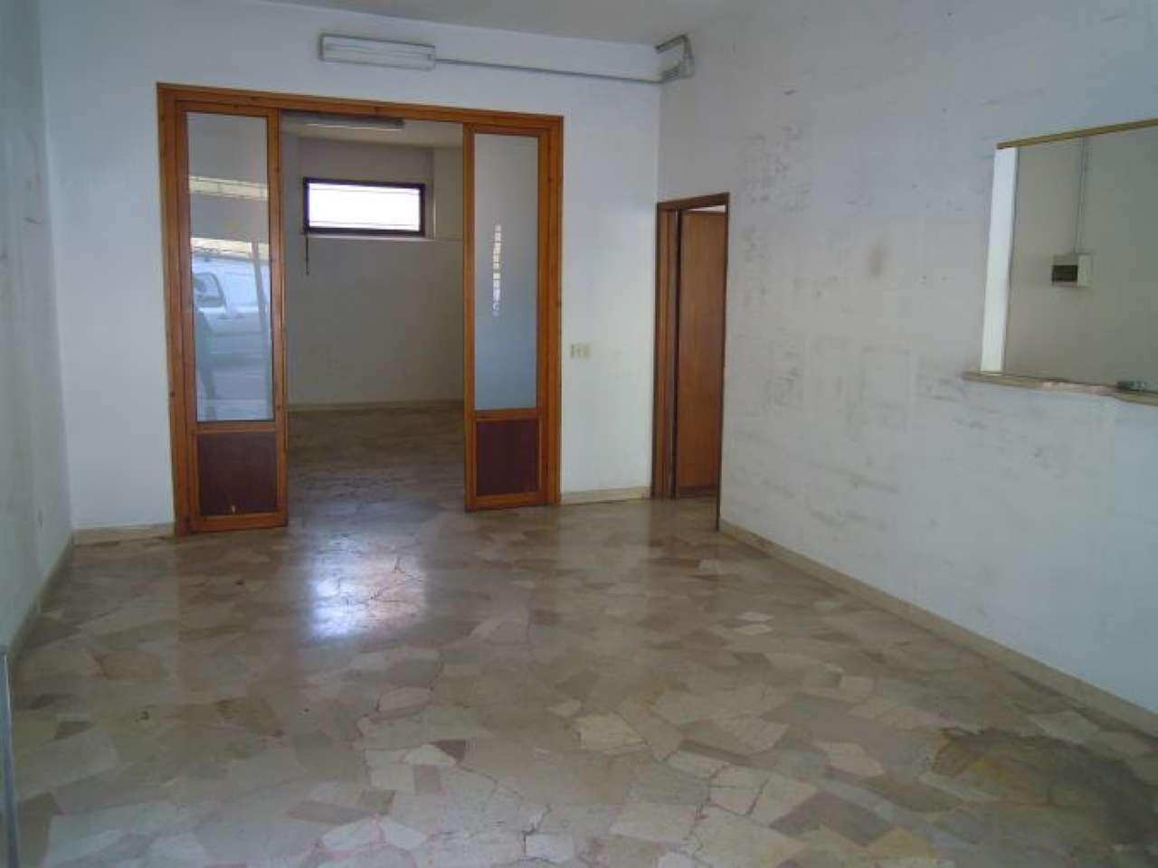 Negozio / Locale in affitto a Firenze, 3 locali, zona Zona: 7 . Pisana, Soffiano, prezzo € 600 | CambioCasa.it